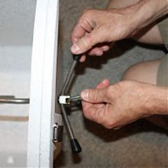 Attaching the Spider Handle on an Airstream